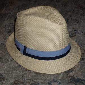 Bucket hat with blue strap